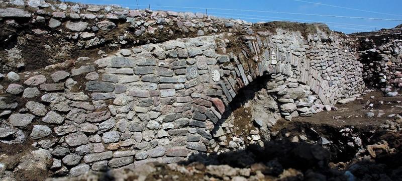 Археологам придется закопать обратно тоннель с ацтекской резьбой из-за нехватки денег