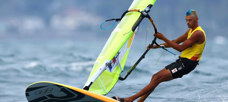 Голландец со знаком Аанга взял олимпийское золото в виндсерфинге