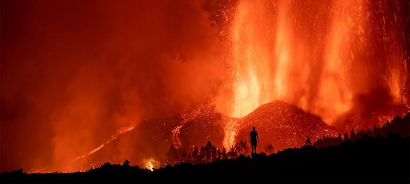 Фотографии красочного извержения вулкана на Канарских островах