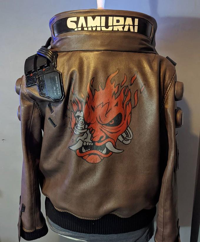 Косплеер потратил 400 часов на создание куртки Ви из Cyberpunk 2077